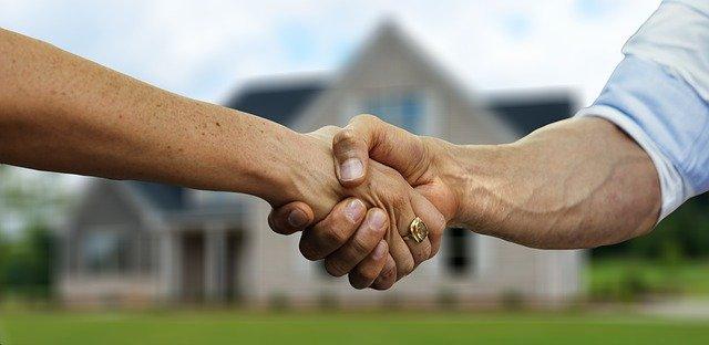 למי שייכות זכויות בנייה בבניין משותף?